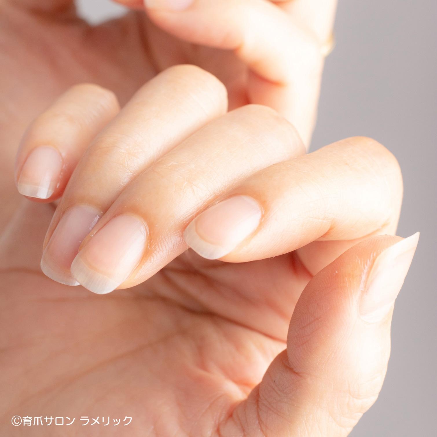 ピンク部分(ネイルベッド)が指先まで伸びた爪